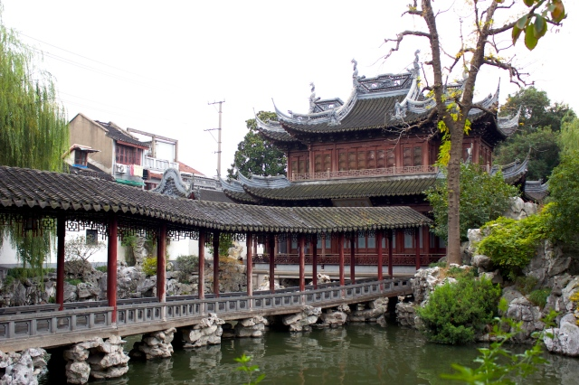 Covered bridge leading to pavilion, Yuyuan.