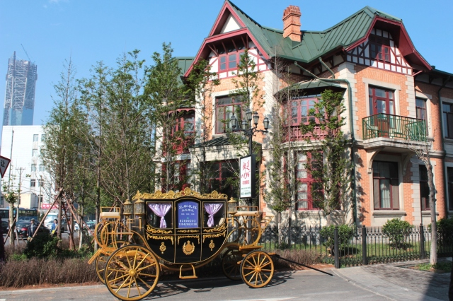 Around Russian Street stood many villas, some of which have been restored as a fairytale-like luxury hotel, complete with Cinderella coach.