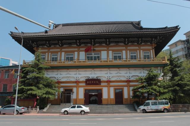 Dairen's former Shinto Temple is today's Dalian Peking opera Theatre.