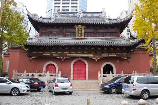 The White Cloud Pavilion 白雲觀 is a Buddhist Temple.  It sits right by the section of the Old City Walls.