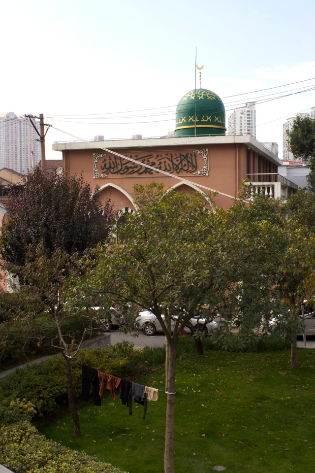 There is an adjacent Little Peach Garden Mosque for women - in Islamic tradition men and women prayed separately.