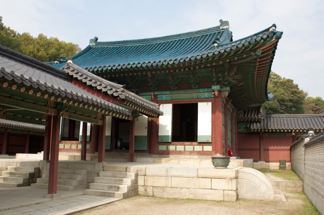 The Seonjeongjeon - with its unique blue tiles.