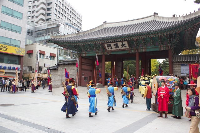 Entrance to the Deoksugung, with its very popular re-enacted changing of Imperial Guards.