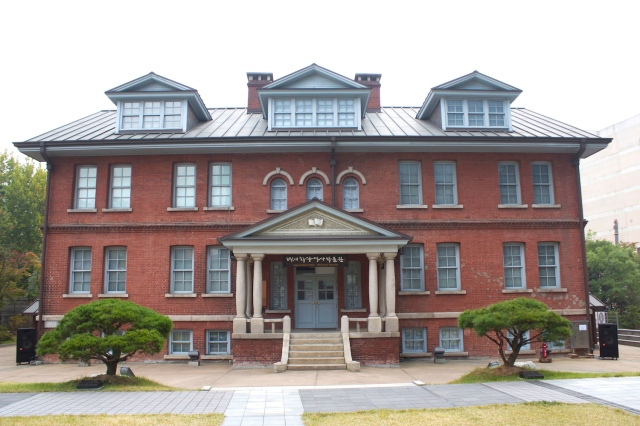 This is the Eastern Hall of the Paichai Hakdang, built in 1916. The school itself was founded by Henry Appenzeller in 1885 and was the first Western style school in Korea.