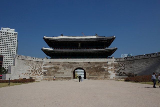 The Namdaemun 南大門, or South Gate dates back to the 14th century.  It used to be one of the main entrances to the walled city of Hanseong.