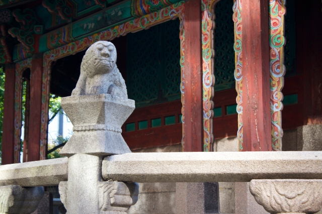 Close up of a mythical animal at the Hwangungu Shrine.