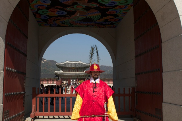 Guard in traditional Korean attire, at the gates to the Gyeongbukgong Palace.