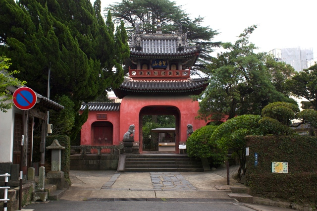 The Sofuku-ji 崇福寺 is one of the best remaining examples of Ming Dynasty architecture anywhere.