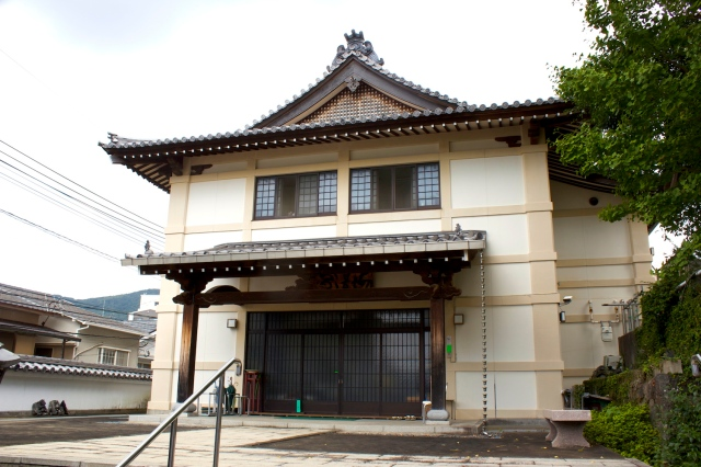 Zenrin-ji 禅林寺 is built in a contemporary style, having been destroyed by the atomic bomb.