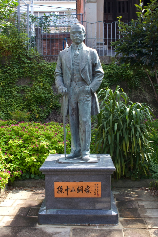 Statue of Sun Yat Sen in the Hokkien Huay Kuan.