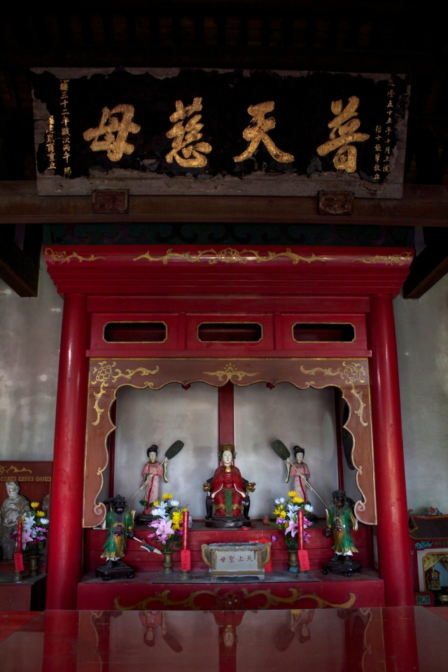 The Tengo Temple - Tengo 天后 is also known as Mazu 媽祖 - was established in 1736 but this version was built in 1906.