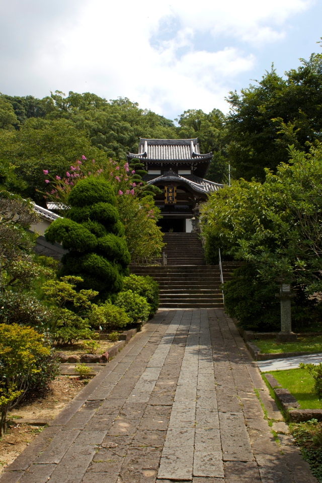 Kotai-ji 皓台寺 was buit in 1663 and is - hands down- the most beautiful, fairytale-like temple on Teramachi.  The grounds were stunningly landscaped and the entire temple transported one back to the days of shogunate.