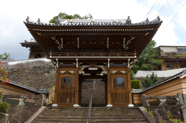 Daion-ji 大音寺 was founded in 1614 and has a spectacular entranceway.