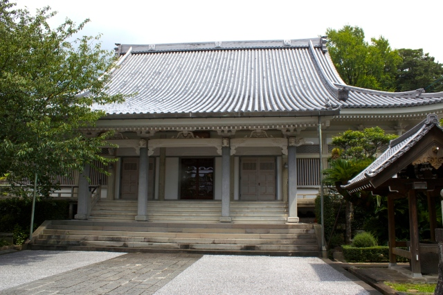 Inside Daion-ji, there was a beautiful pure white contemporary temple.