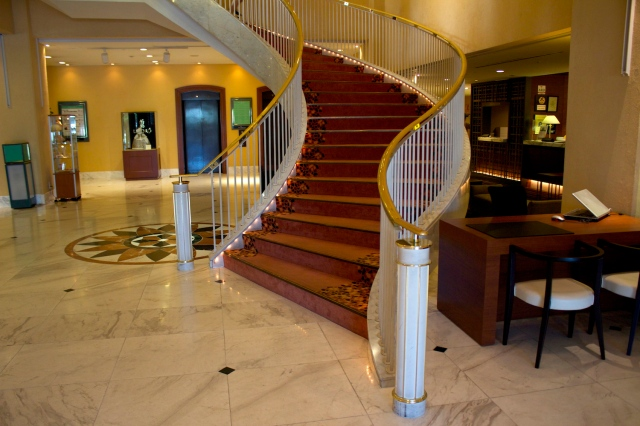Lobby of the Crowne Plaza Gloverhill.