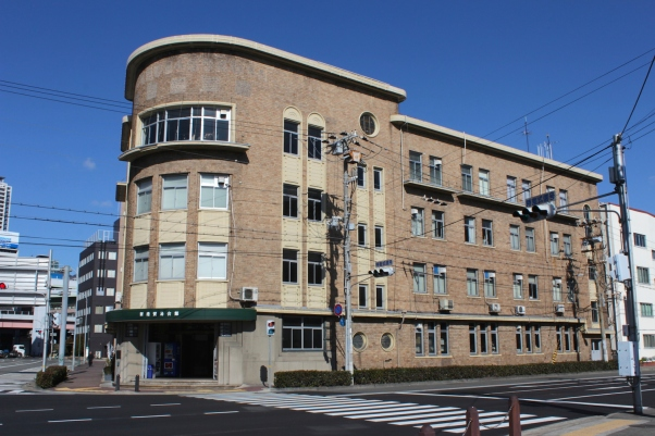 The Shinkoboeki Building sits near the Customs House.