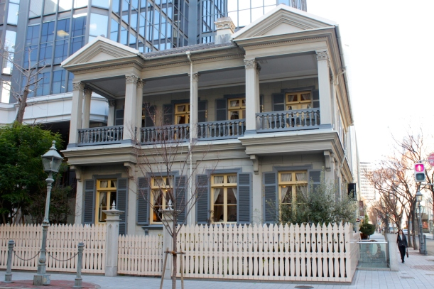 Moving behind the Bund, we have the former US Consulate Building, the oldest building in the Former Foreign Settlement. Today it is a restaurant.