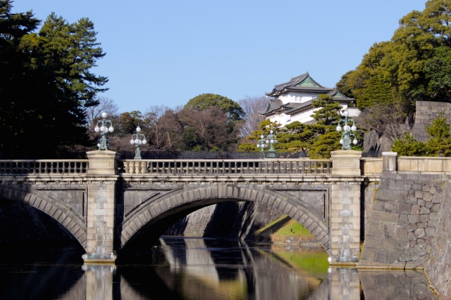 View of the Nijubashi 二重橋 and the Imperial Palace in Tokyo