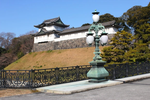 "The Fushimi Yagura 伏見櫓 is the other iconic keep in the inner citadel that formed part of the original Edo Castle. In the foreground is the 正門鉄橋 (seimon tetsubashi), or ""Main Entrance Steel Bridge,"" which is the second of the Nijubashi (""Double Bridges"")."