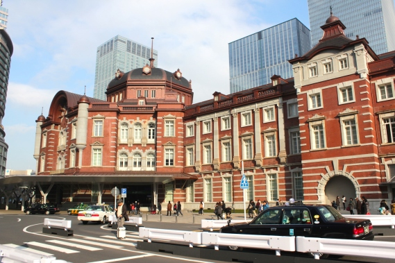 View of one of the entrances to Tokyo Station. The hotel occupies the upper floors of the entire building.
