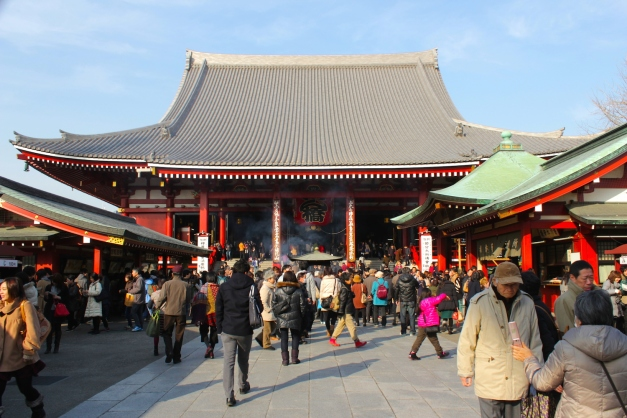 The Hondo 本堂, or Main Hall is the Asakusa Shrine proper, and it is dedicated to the Goddess of Mercy (Kannon 观音).