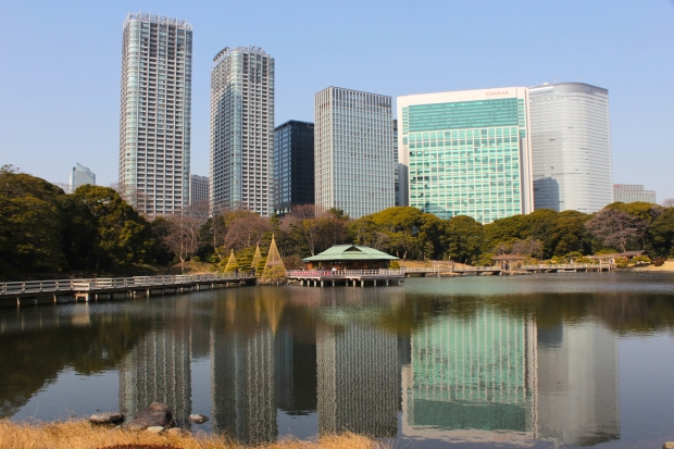 Classic view of the Hamarikyu Gardens 浜離宮恩賜庭園, with the Conrad Hotel in the background, and the gardens' famous teahouse at centre.