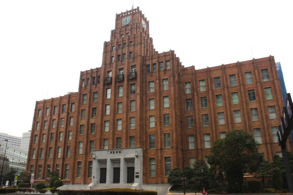 The Hibiya Public Hall was built in 1926 (between the Taisho and Showa eras), in a functional art deco style.