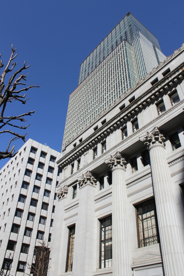 The Mitsui Honkan 三井本館 is a bank building erected in 1928, in the early Showa era.