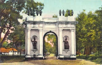 The Amsterdam Gate was the gate to Batavia Castle. It was demolished in the 1950s to make way for a road.