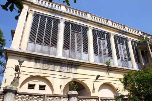 12 - Colonial Facade