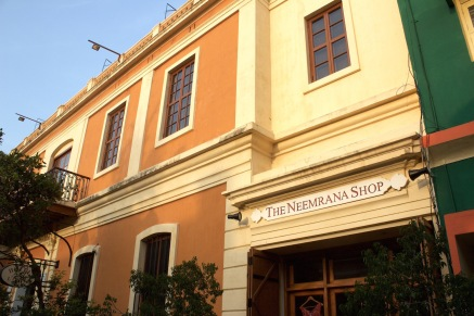 The Neemrana Shop sells exquisite merchandise and a small but fascinating array of French-language novels set in Pondicherry and Goa.