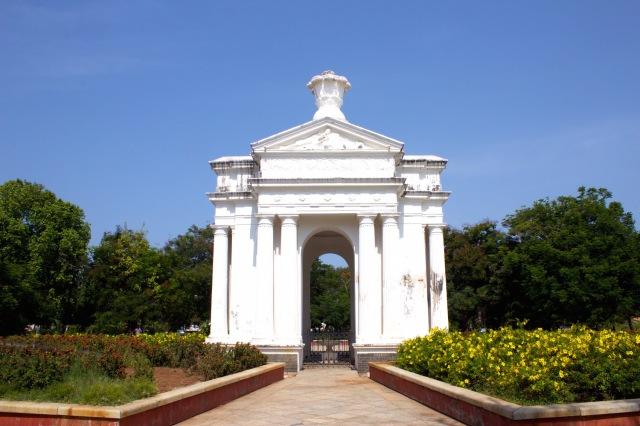 17 - Place du Gouvernement - Park Monument 1863