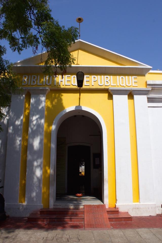 25 - Bibliotheque Publique 1827 Rue Romain Rolland