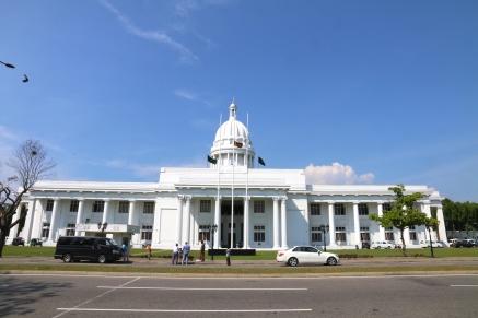 Backward glance at Colombo Town Hall, Cinnamon Gardens.