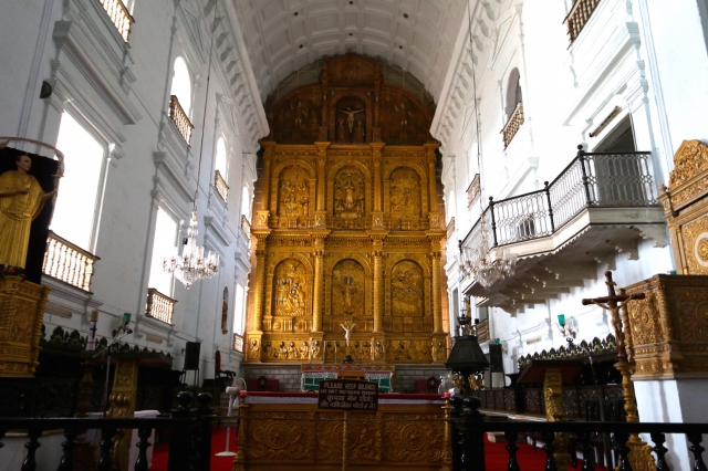 8 - Se Cathedral Interior