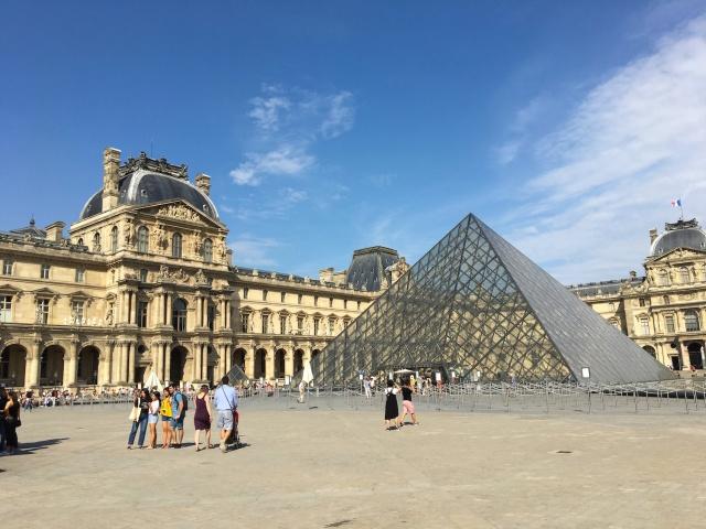 24 - Louvre