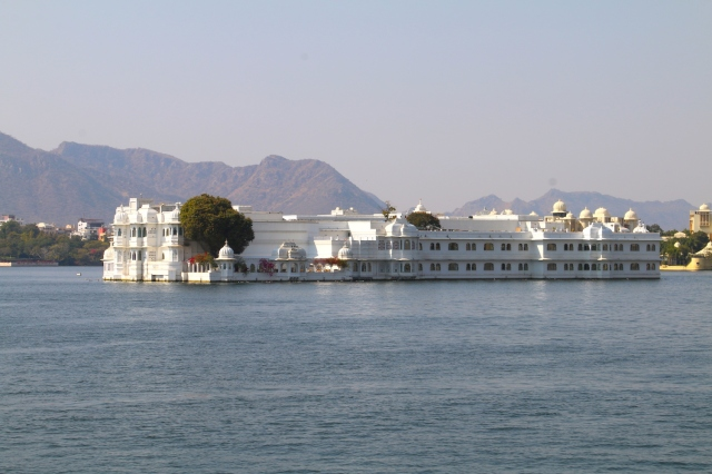 2 - approaching the lake palace