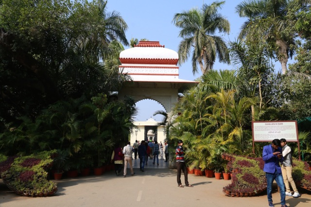 23 - sahelion ki bari entrance