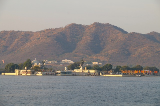 3 - lake and jag mandir