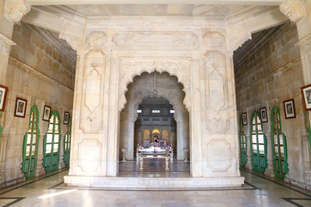 6 - Interior Temple