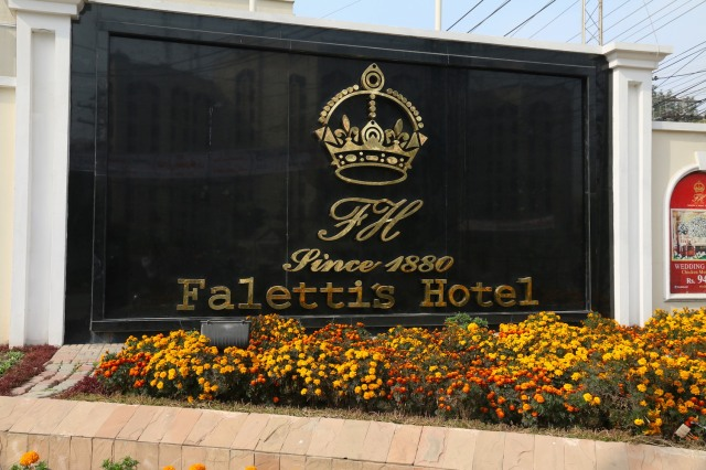 14 - Faletti's from outside