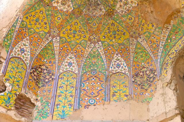 19 - Detail Mughal tile