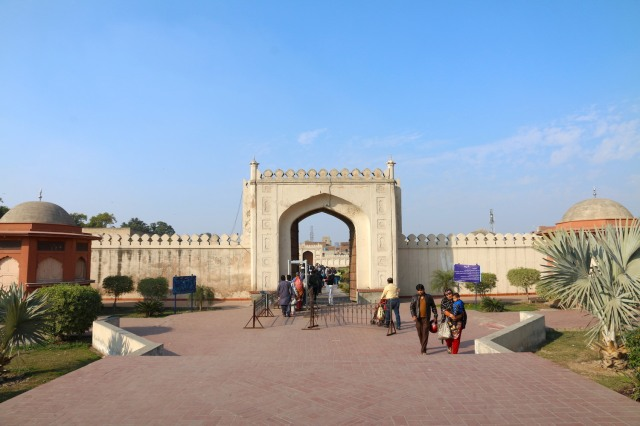 26 - Entrance to Shalimar Bagh