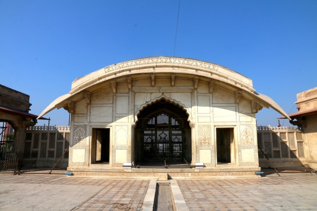 27 - NAulakha Pavilion Shah Jahan time