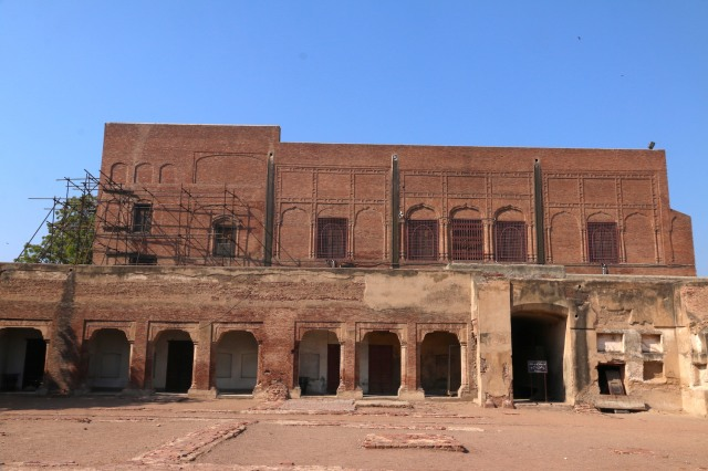 35 - Hall of Red Sandstone built in Akbar Quadrangle