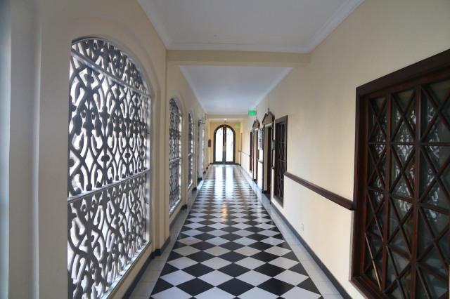 6 - Corridor