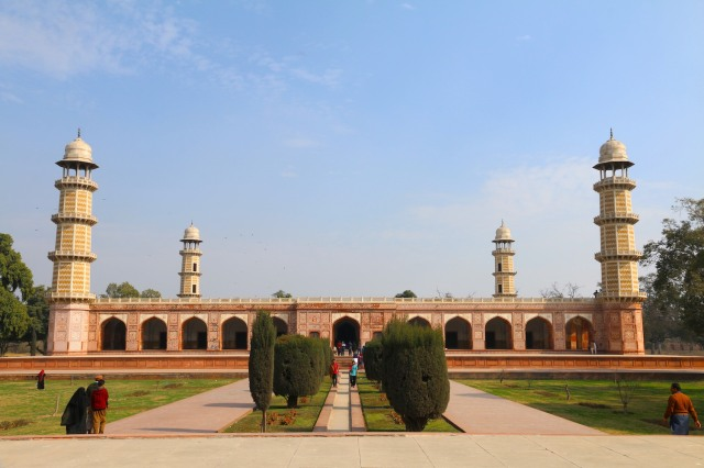 6 - Jahangir Tomb