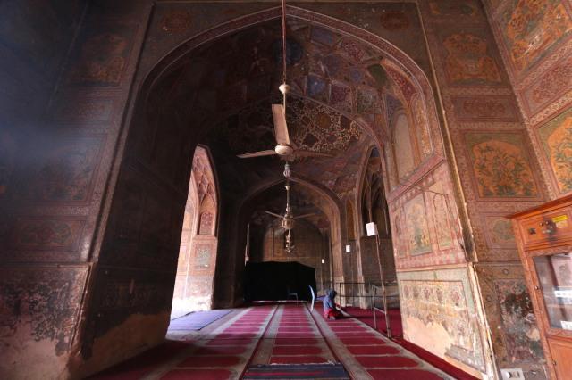 6 - Wazir Khan Side