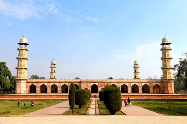 9 - JAhangir Tomb